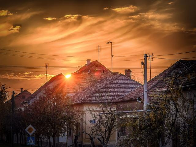 Jedna na dan, 16. novembar 2012: Zalazak sunca u krovovima