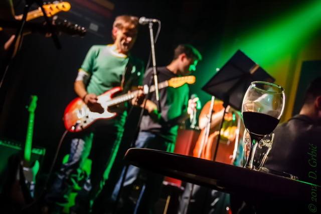 Jedna na dan, 18. novembar 2012: Pro rock Angels i čaša vina
