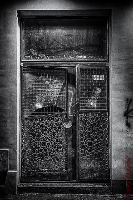 Jedna na dan, 10. mart 2013: Ulazna vrata na višespratnici bez stepeništa