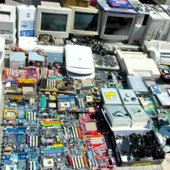 Digitalna agenda: umesto na posebno uređeni sistem za reciklažu, daj na buvljak. A posle neka završi zakopano odmah pored bašte. Ovu fotografiju sam BEZ DOZVOLE obradio i isekao sa originala nađenog na Panoramiju: http://www.panoramio.com/photo/34407145