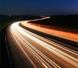 Brzina svetlosti je maksimalna brzina u Prirodi, jednaka za sve posmatrače koji miruju ili se ravnomerno kreću.