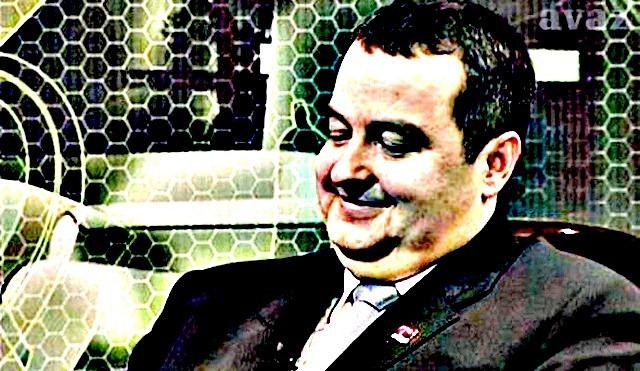 """""""Nisam Dačić, ali mogu da pogledam"""" - premijer pregoreo. A producent bi trebalo malčice da pregori na robiji..."""
