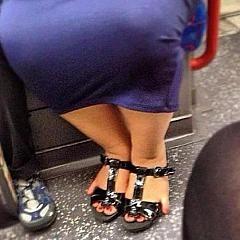Dok je Lala bio u ordinaciji kod lekara, Sosa je sačekala ispred, u novim sandalama...