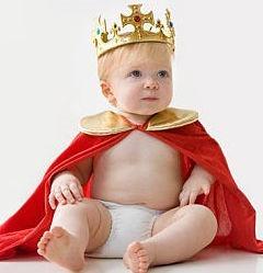Slika iz vremeplova: zamalo-pa-unuk prestolonaslednika britanske krune. ema veze pto se rodio pre pet dana, već izgleda ovako.
