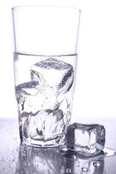 Pijte dovoljno vode. Barem tri litre na dan, a i više, ako možete.