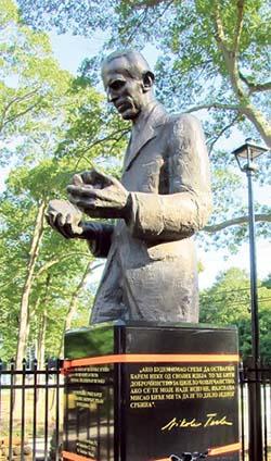 Spomenik u Njujorku i najavi