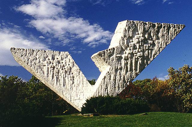 Spomenik petom tri