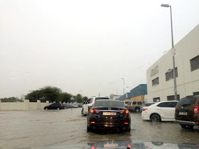 Kiiša u Dubaiju...