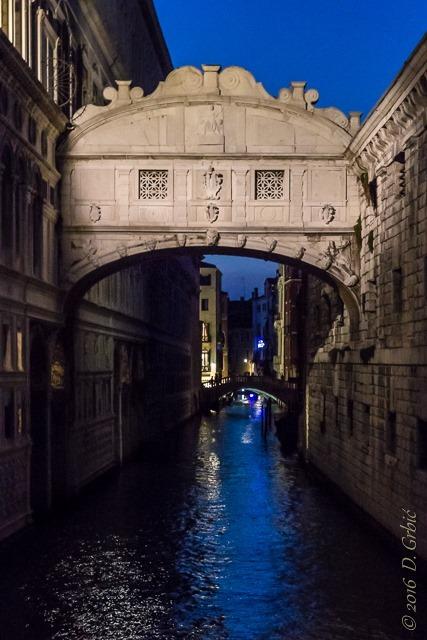 Most uzdaha uveče
