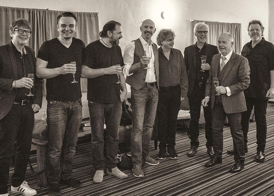 A onda, na kraju etape turneje, zasluženi šampanjac...