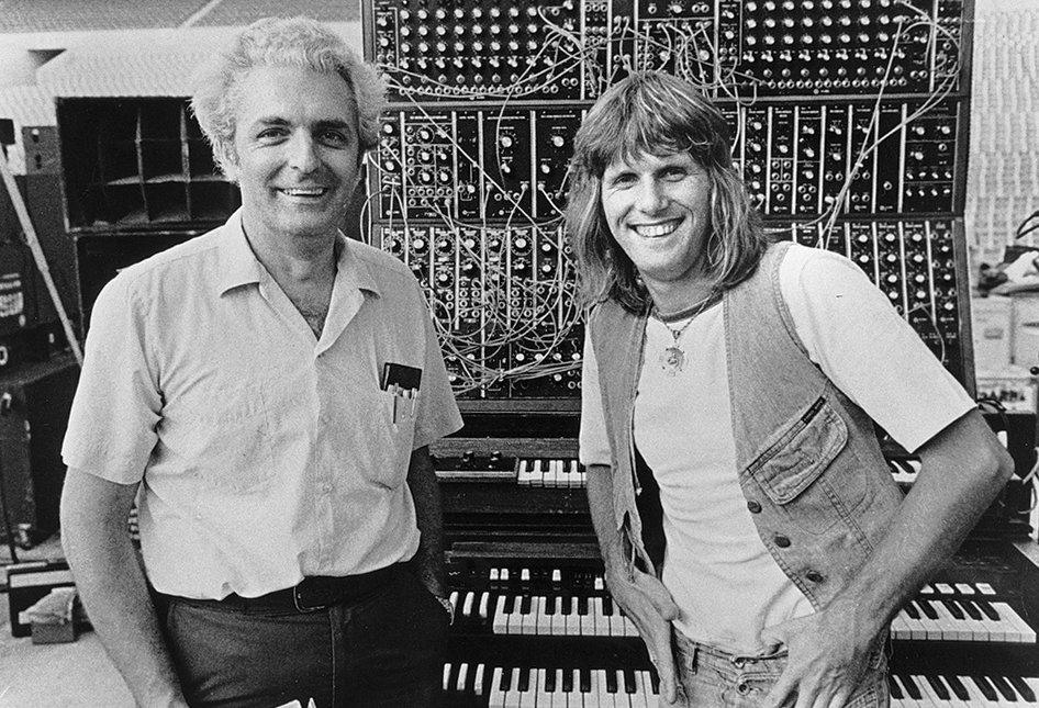 Prijatelji pred predmetom koji ih vezuje: Robert Moog i Keith Emerson